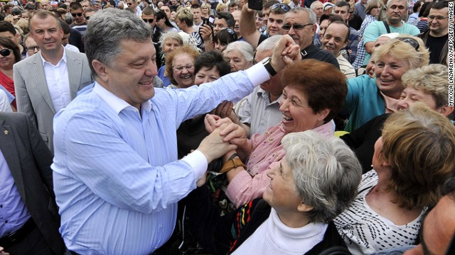 Ukraine candidate Poroshenko leads polls