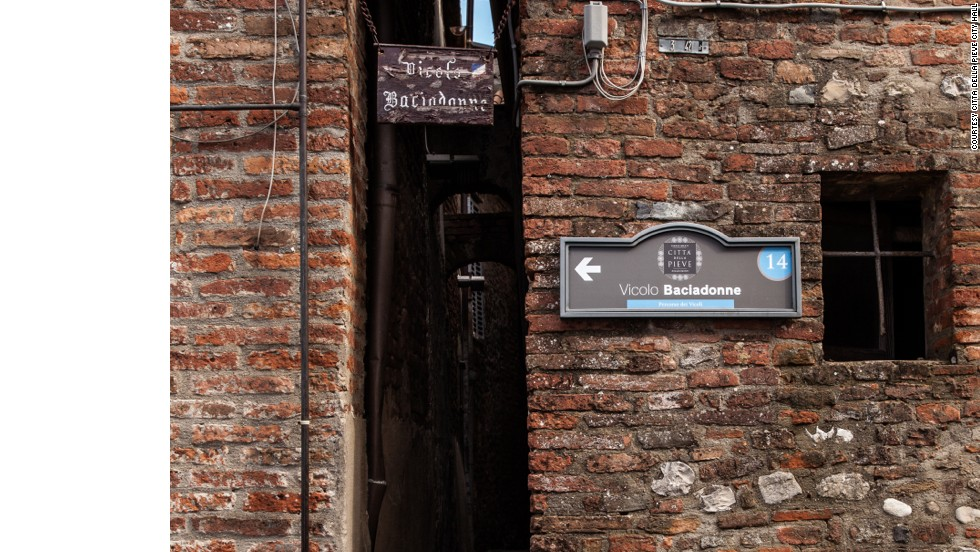 And then there's Kisswomen alley in Citta della Pieve, where locals also claim the record.
