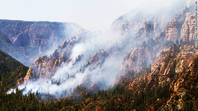 The Slide Fire burns near 89 A south of Flagstaff, Wednesday, May 21, 2014.  Evacuations of surrounding areas took place late afternoon Tuesday. (AP Photo/The Arizona Republic, Tom Tingle)