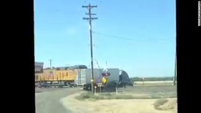 train vs semi truck_00002713.jpg
