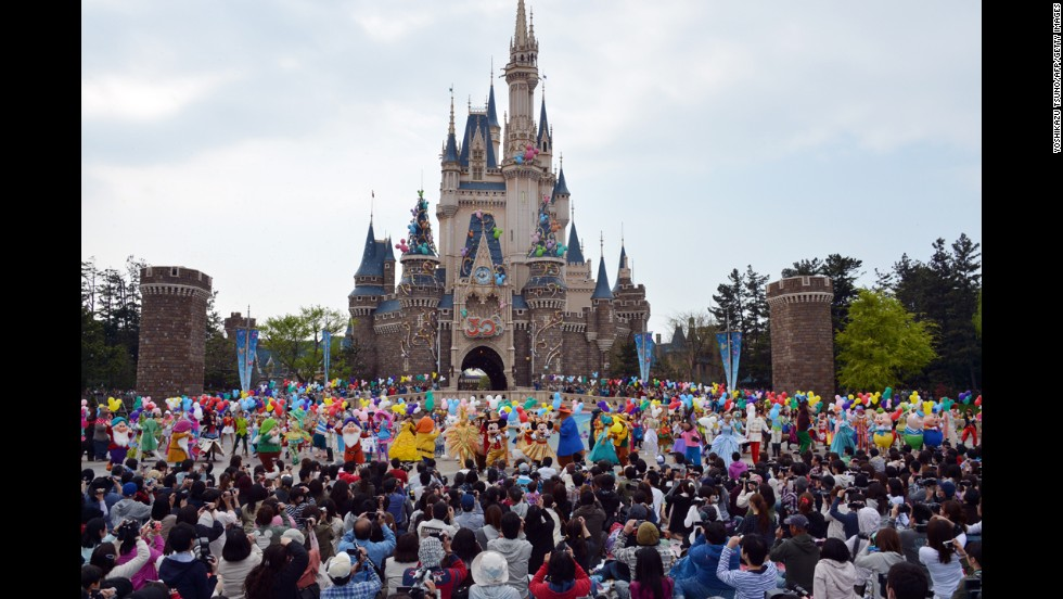 2. Tokyo Disneyland celebrated its 30th anniversary in 2013.