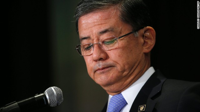 """Veterans Affairs Secretary Eric Shinseki pauses as he speaks at a meeting of the National Coalition for Homeless Veterans, Friday, May 30, 2014, in Washington. President Barack Obama says he plans to have a """"serious conversation"""" with Shinseki about whether he can stay in his job.  (AP Photo/Charles Dharapak)"""