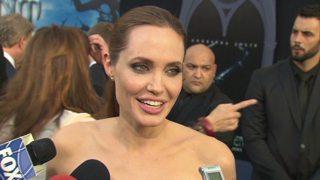 Angelina Jolie the comedienne_00001701.jpg