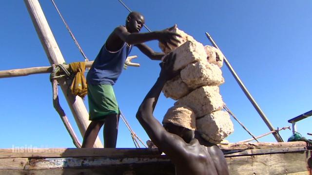 spc inside africa lamu kenya c_00010903.jpg