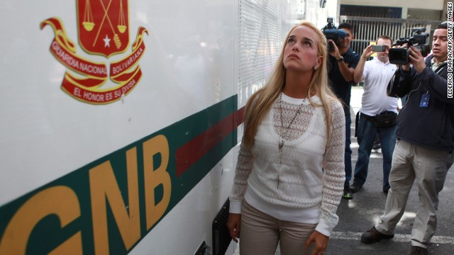 Lilian Tintori, wife of arrested opposition leader Leopoldo Lopez arrives at Caracas' courthouse on June 02, 2014. Lopez, on remand jail for more than 100 days ago appears on Monday for the second time at the Venezuelan Supreme Court that could sentence him to 10 years in prison on charges of conspiracy, arson and property damage.