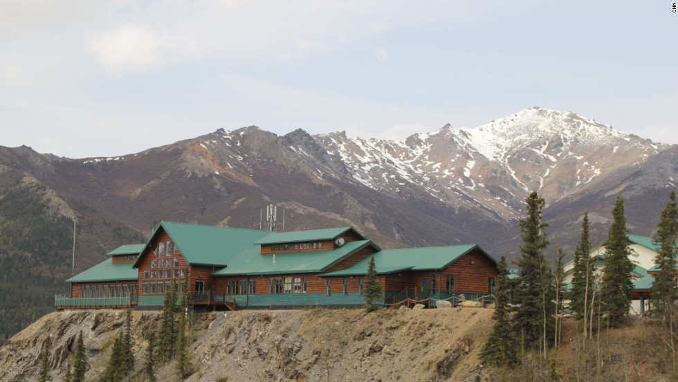 Construction on the road began in 2000. At the end of the drive, the Grande Denali Lodge, which maintains and owns a lease on the road, commands views of the broad valley below.