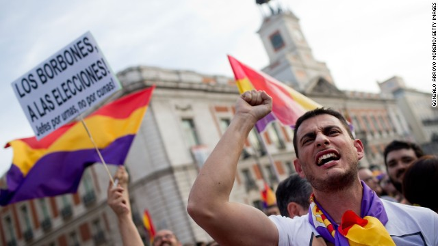 MADRID, SPAIN - JUNE 02: A protester calls for a referendum on whether Spain should return to a Republic at Sol Gate Square on June 2, 2014 in Madrid, Spain. King Juan Carlos of Spain has renounced the throne after 39 years and will be succeeded by his son, Prince Felipe.