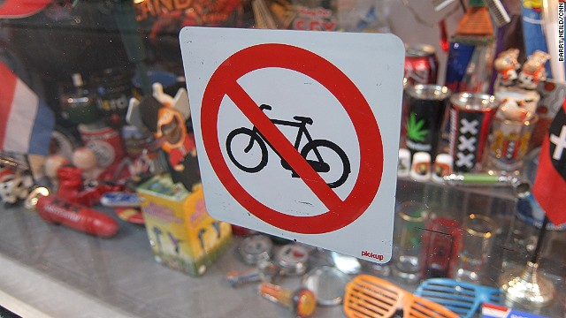 Two wheels bad: No parking sign for cyclists.