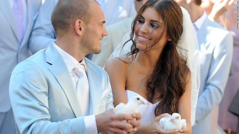 Dutch-Spanish actress Yolanthe Cabau van Kasbergen is no stranger to the world of football -- both her brothers had careers on the pitch. She married Dutch national player Wesley Sneijder in 2010.