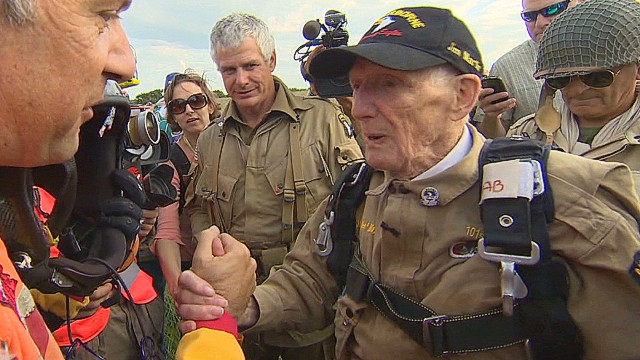 WWII veteran relives Normandy jump