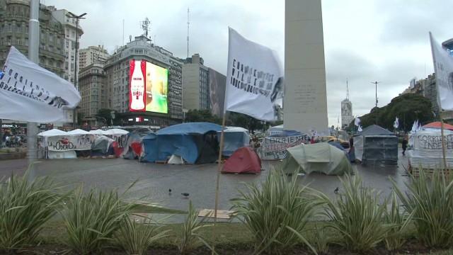 cnnee rodriguez argentina obelisk protests_00000922.jpg