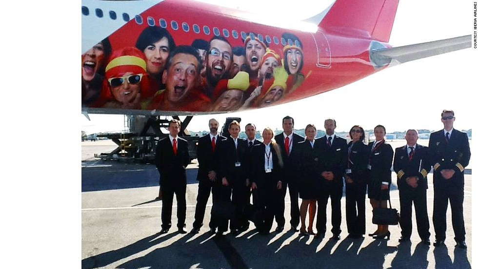We're not sure what'll make the champions of four years ago more uncomfortable -- their 13/2 odds this year or the beaming, highly expectant fan faces adorning the back end of Iberia's Airbus A330. Nice and colorful though.