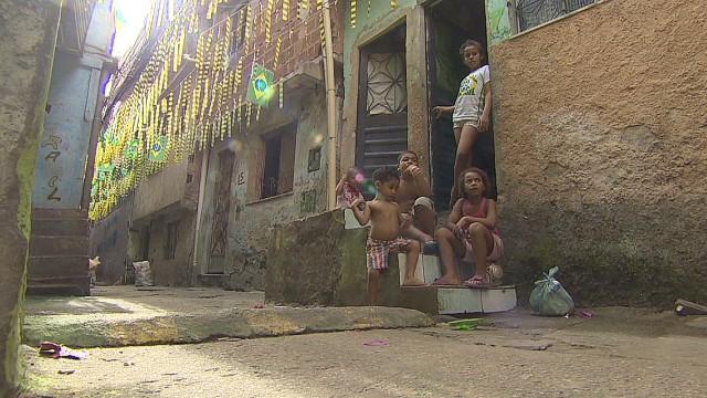 pkg soares world cup favela life_00011713.jpg