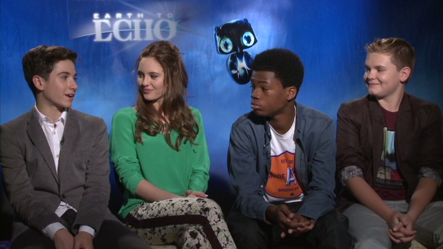 "The ""Earth to Echo"" cast on real E.T.s_00002021.jpg"