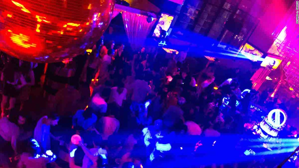 A recent Bucks Tour ended at a popular upmarket Sukhumvit Road nightclub, where customers were escorted to an exclusive table.