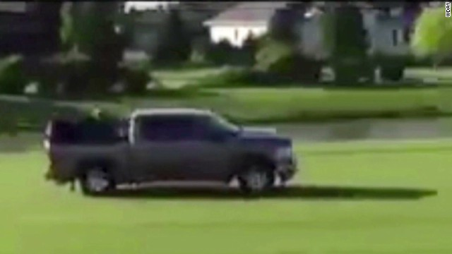 Wild golf course chase caught on camera
