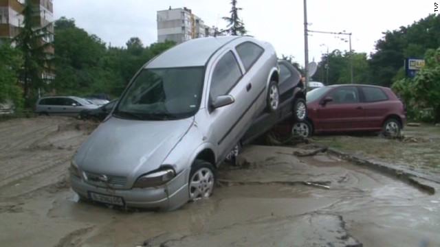 Flooding sparks landslides, pileups