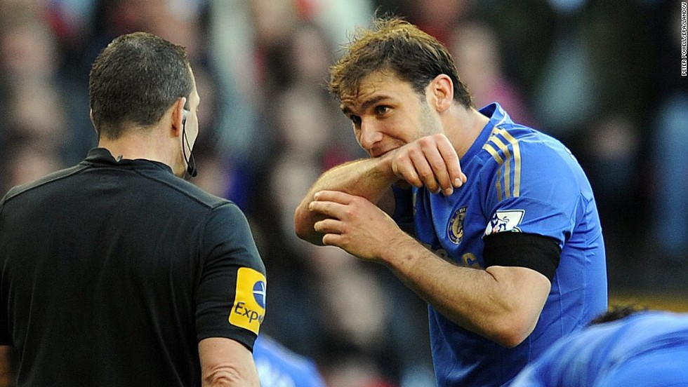 Ivanovic demonstrates the bite he received from Suarez to a referee.