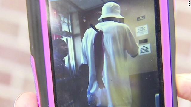 pkg stabbing victim enters mcdonalds_00000615.jpg