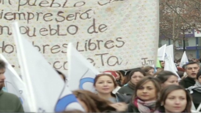 cnnee pm chile protest education_00002419.jpg