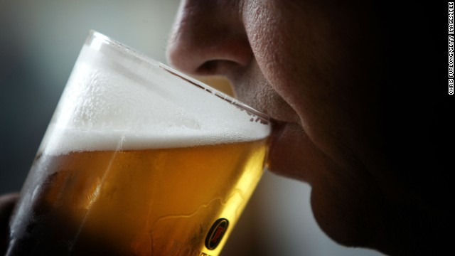 Teen student drinking declines, but 1 in 6 binge drink, CDC report says