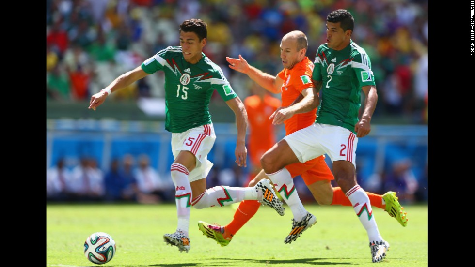 Arjen Robben of the Netherlands is challenged by Hector Moreno, left, and Francisco Javier Rodriguez of Mexico.