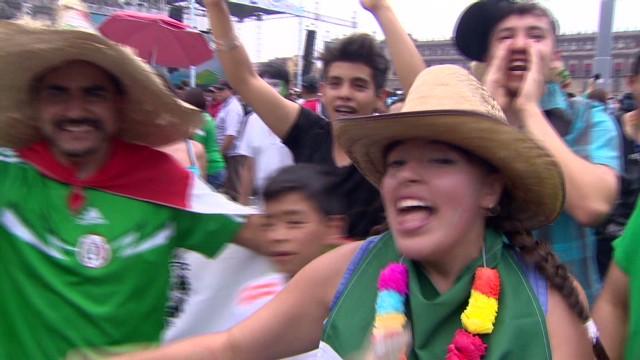 cnnee gonzalez mexico sad fans_00015208.jpg