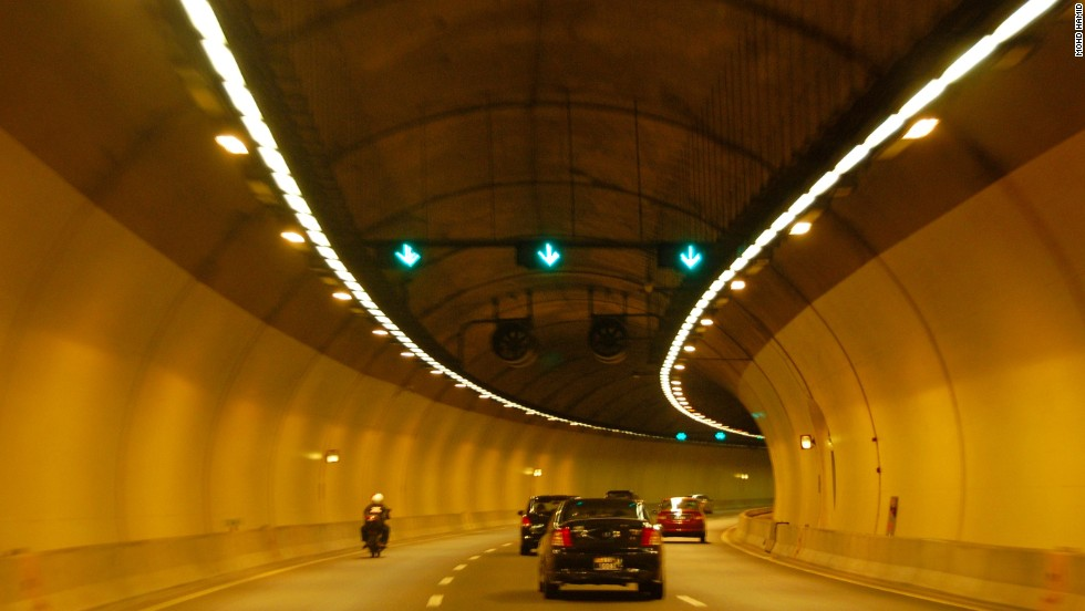 This 9.7-kilometer SMART tunnel, the longest in Malaysia, was built to solve the problem of flash flooding in Kuala Lumpur. The tunnel has successfully controlled floods and relieved traffic congestion. <strong>Length: </strong>9.7 kilometers