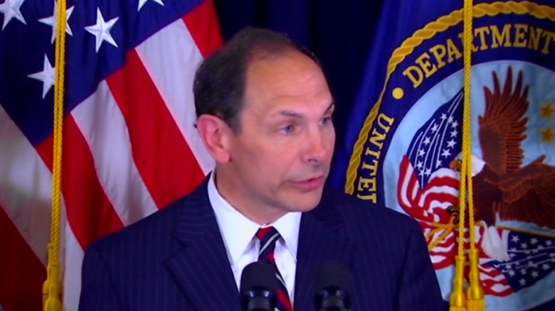 VA secretary compares wait times to Disneyland