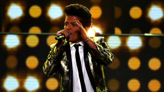 "Musician Bruno Mars gave his stamp of approval to a high school's choreography to his hit, ""Uptown Funk."""