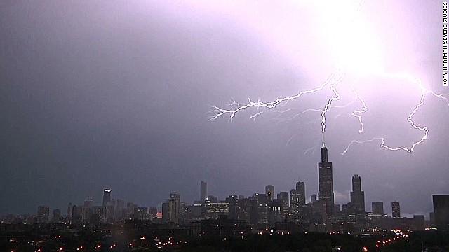 lightning strikes willis tower Kory Hartman Severe Studios_00004225.jpg