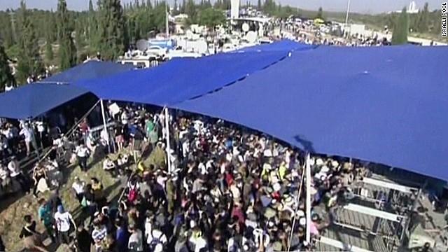 nr wedeman Israeli teens funeral_00013517.jpg