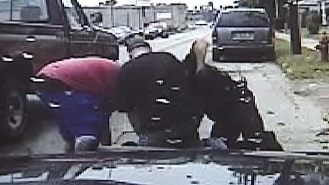 pkg bystanders help cop fight burglar suspect_00003220.jpg