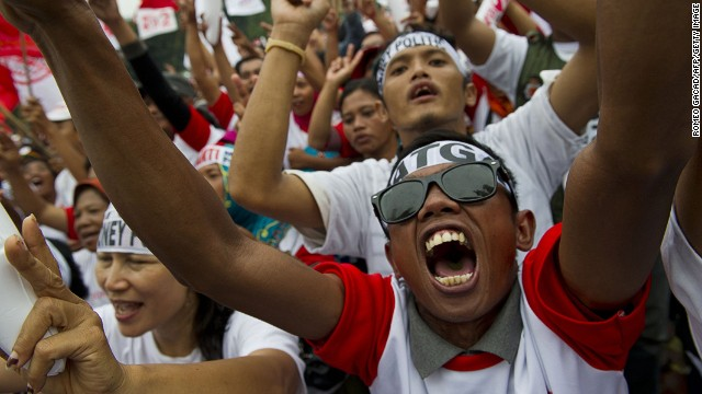 Supporters of Indonesian frontrunner presidential candidate Joko Widodo cheer during a campaign rally in Jakarta on June 26, 2014.