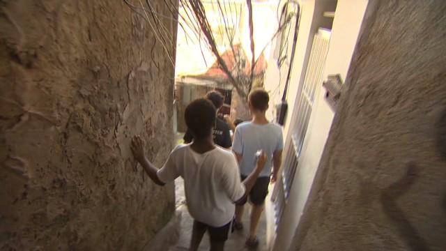 cnnee  nm favelas tourism _00010121.jpg