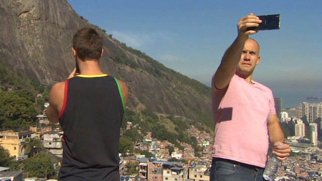 soares pkg world cup tours favelas_00010028.jpg