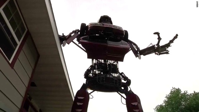 pkg man builds giant transformer out of old car_00011006.jpg