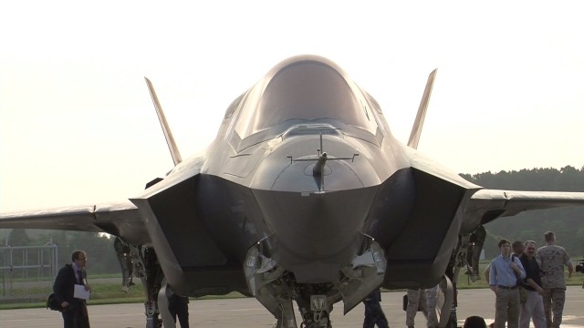 newday F-35 fighter jets landed fire_00000609.jpg
