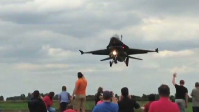 cnni vo turkish f-16 jet low approach_00004810.jpg