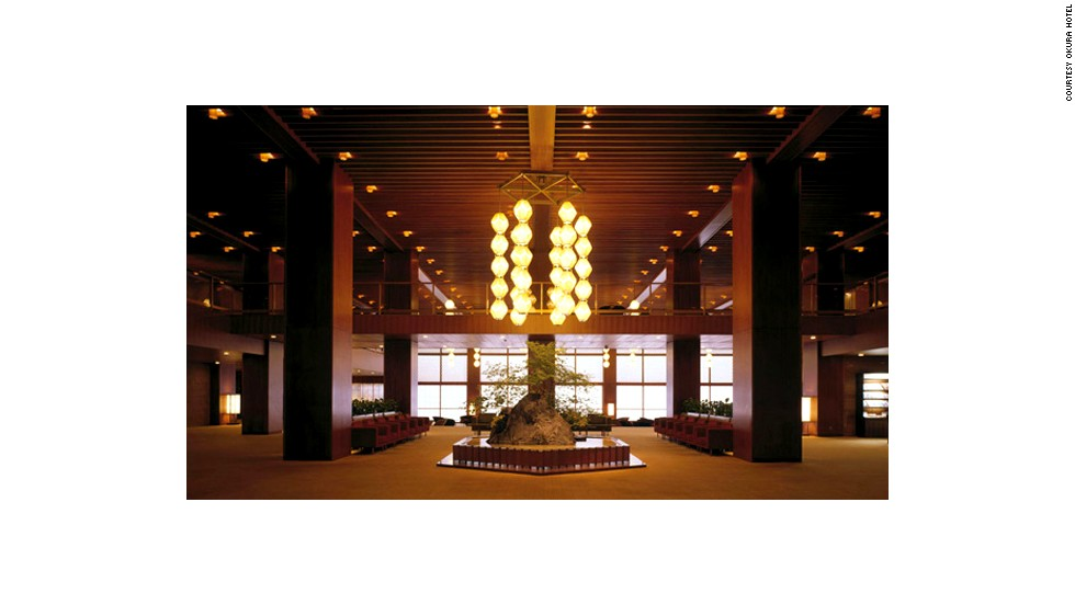Illuminated with soft lighting from gem-shaped lanterns (a Hotel Okura signature), the peaceful main lobby was designed to be the hotel's most relaxing spot.