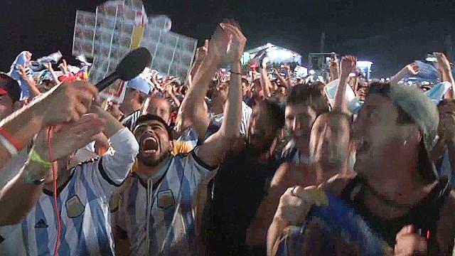 cnnee montero brazil wc argentina celebration going to finals_00014709.jpg