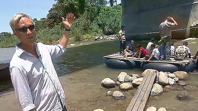 ac dnt gary tuchman mexico guatemala boarder immigrants_00005613.jpg