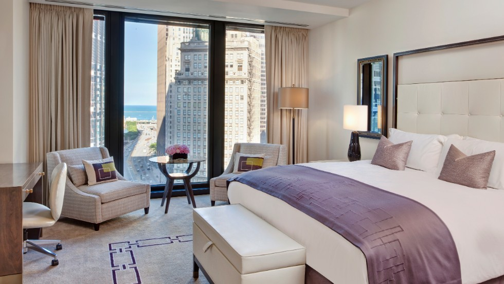 Located in the landmark Mies van der Rohe IBM building, The Langham, Chicago offers stunning views of the city.
