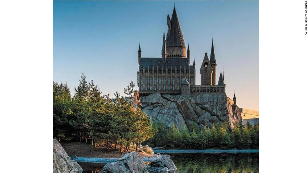 Visitors to the Japanese version of the Wizarding World of Harry Potter will find a few things that aren't in the Orlando park, such as the Black Lake in front of Hogwarts.