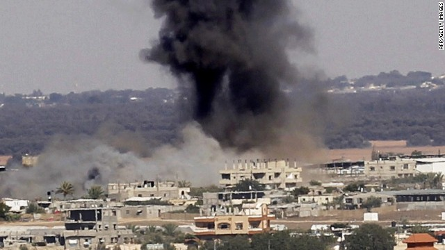 Smoke rises after an Israeli air strike in Rafah, in the southern Gaza Strip July 16, 2014.