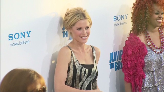 Julie Bowen ready for takeoff_00000603.jpg