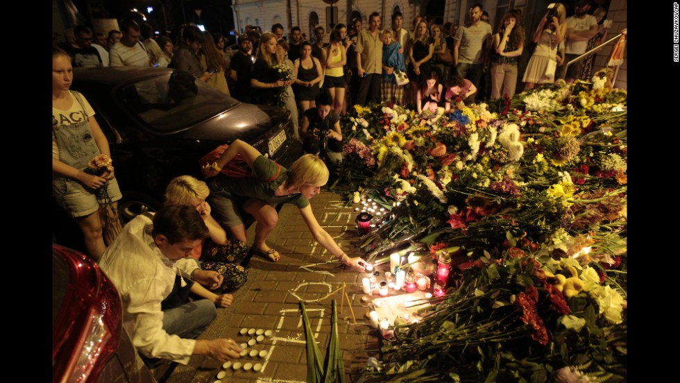 People pay tribute to the victims outside the Dutch Embassy in Kiev on July 17.