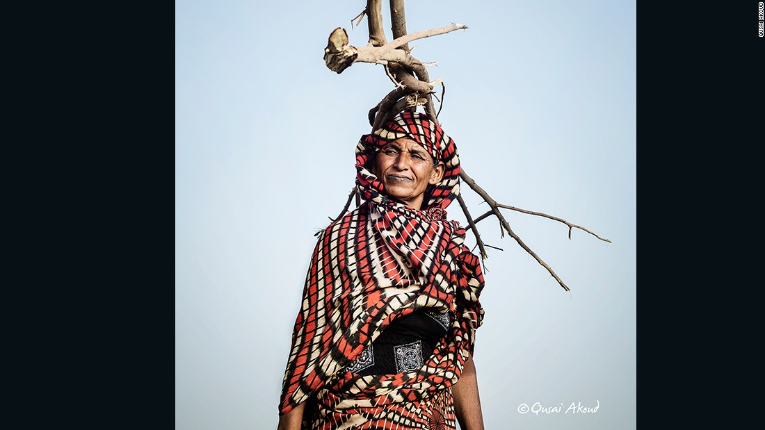 Hajja Zainab, one of the nomad Arabs, lives in an area close to the Nile, in northen Omdurman.<br />Hajja Zainab sells firewood to earn a living for herself and her children.