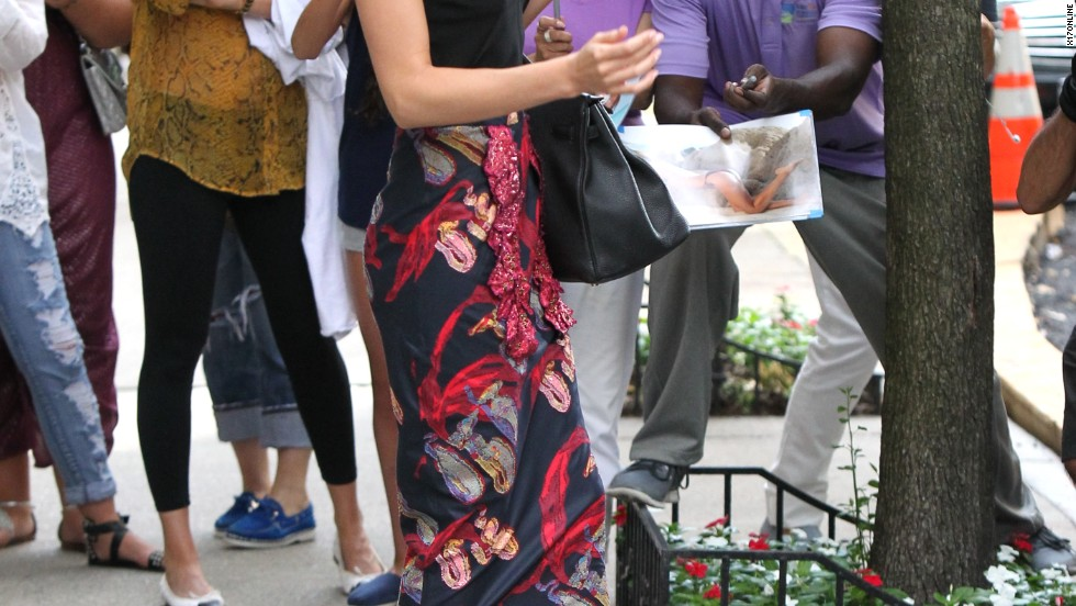 "Miranda Kerr keeps her balance as she heads to a ""Tonight Show with Jimmy Fallon"" taping on July 17."