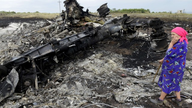 Gunfire near MH17 crash site
